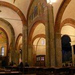 interior da chiesa de san babila