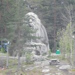 Из лесу выглядывает тролль по имени Коллен, в честь него назван холм