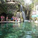Comenzando el snorkel por las cuevas