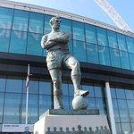 Estátua na porta do estádio