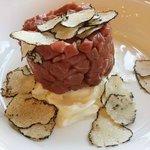 beef tartar with burrata & truffle – 15euros