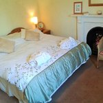 Double or twin ensuite spacious bedroom