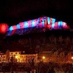 Il castello Normanno-Svevo di Cosenza, illuminato rossoblù per il centenario del Cosenza calcio