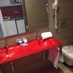 Bathroom 2x Sinks