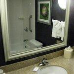 Hilton Garden Springfield MA - Queen Rm Bathroom