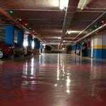 Parking de pago subterraneo a 300 metros.
