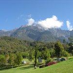 ゴルフ場から見たキナバル山