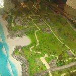 maqueta del lugar (ruinas mayas y playa)