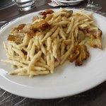 i pici con carciofi piatto  tipico locale