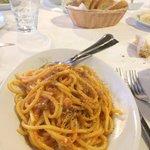 Non ricordo il nome ma spaghetto i con sugo rosso e ceci del conero... Tostissimo.