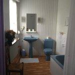 la salle da bain jouxtant la chambre