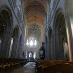 Cathédrale Saint Corentin : nef et choeur pas alignés