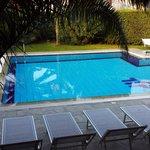 piscina  gia attiva e invitante