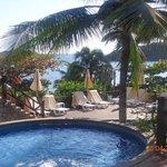 Area de piscina con vista al mar