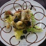 Tortino di carciofi con crostini capperi di Pantelleria e olive taggiasche