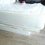 base de la cama vieja y rota