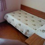 Кровать, прикроватная тумбочка