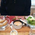 Camembert chaud et charcuterie. Très belle présentation