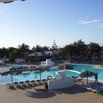 La piscine vue de la réception