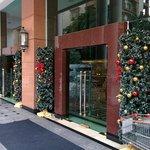 玄関です。クリスマスの飾り付け。