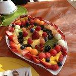 plateau de fruits frais du petit dej