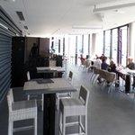 la salle du restaurant et la terrasse