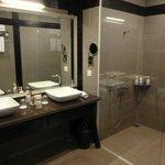 Gorgeous modern bathroom