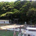 波切漁港から波切神社を望む