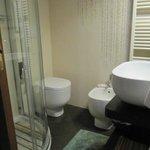 Bagno privato pulito, moderno e con design