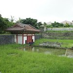 放生池と放生橋