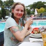 By the pood bar, enjoying my big salad :)