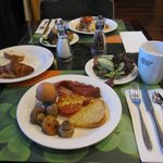 ビュッフェスタイルの朝食