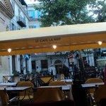Recht tegenover het Cafe Van Gogh