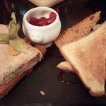 foie gras, pain d'épice, oignons confis à la grenadine