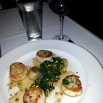 Lightly Fried Scallops with Spinach