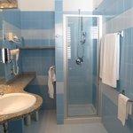 Salle de bains chambre standard