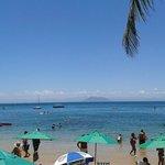 vista desde el club de playa (las sombrillas verdes a tu dispocisión)
