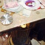 """В """"Венеции"""" деньги раскиданы на столах :)"""