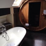 Bath and sauna in loft suite