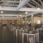 Restaurant la marimba, desyuno, almuerzo buffet y snacks,  junto a la playa, a la noche a la car