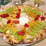La pizza ai fiori di zucca... Da provare !