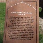 plaque description