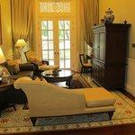 Colonial suite 1