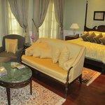 Colonial suite 3