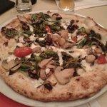 Pizza con primizie di stagione