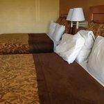 Main bedroom beds - 2 Queens