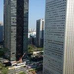 部屋からの景色は、新宿のビル群