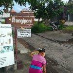 ビスマストリートからバンガローへの目印