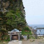 灯台から降りて行った場所にある御崎神社