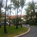 вид на отель с дороги